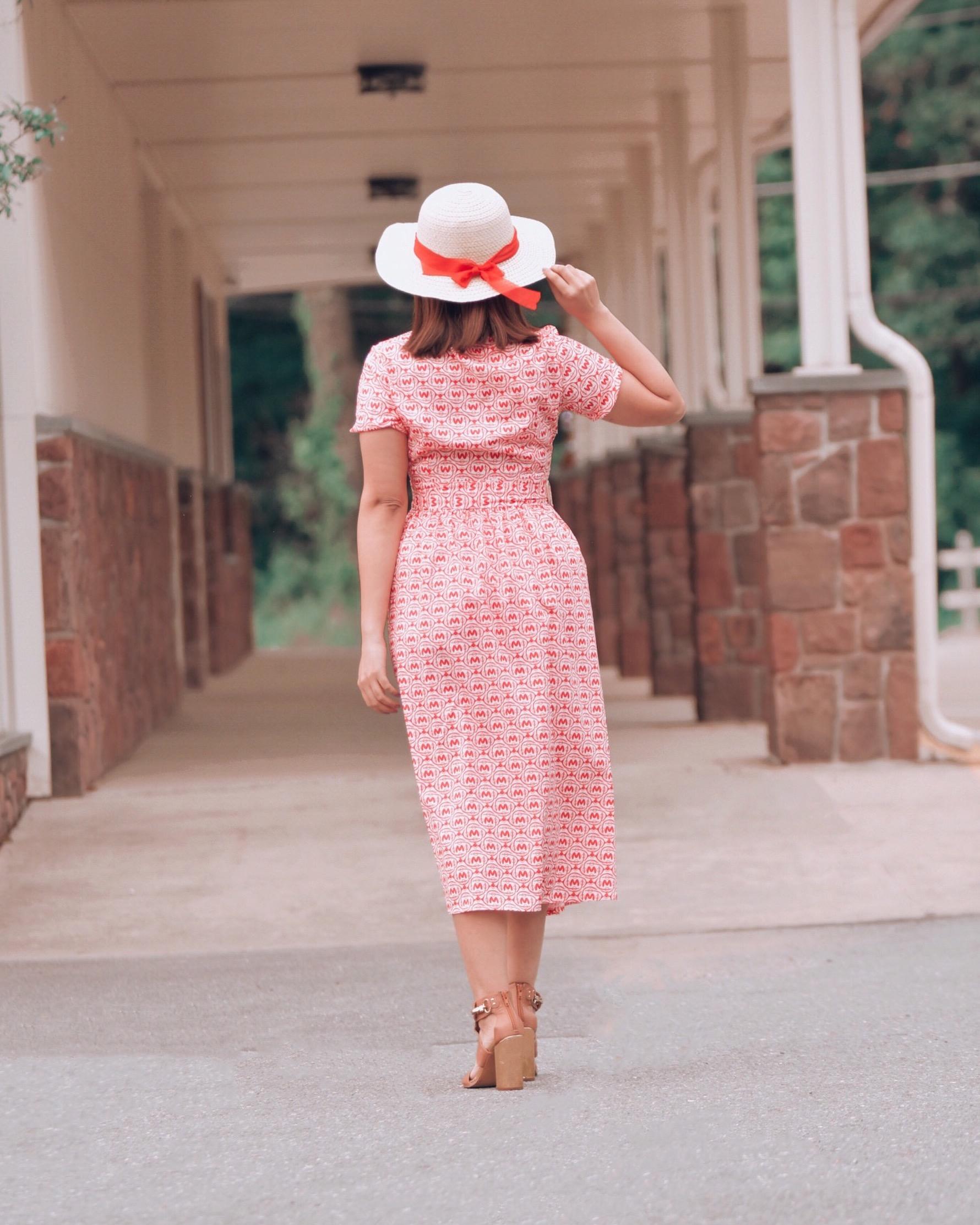 Como Combinar Vestido Con Cinturón Y Estampado De Letras-mariestilo-como crear outfits desde cero-fashion blogger-vestidos de verano-vestidos mujeres-moda 2020-
