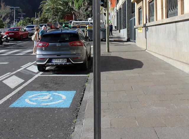 La Policía Local detecta un aumento de uso fraudulento de tarjetas de estacionamiento para PMR