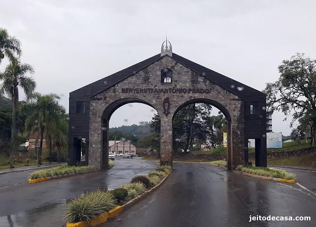portal-de-antonio-prado