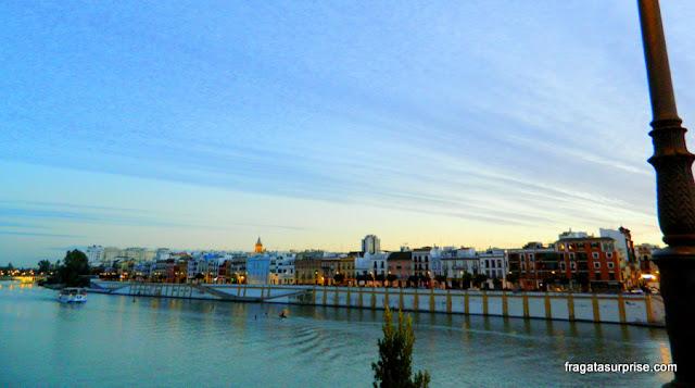 Orla de Triana vista da Ponte Isabel II