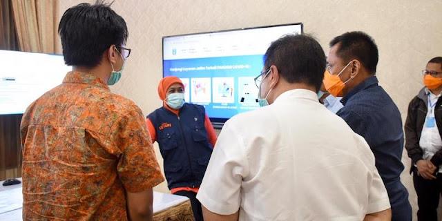 Gubernur Ini Sulap Rumah Dinas Jadi Posko Command Center Covid-19 Dan Bagi-bagi 75 Handphone ke RS Rujukan