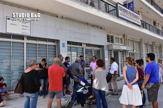 Χωρίς συμμετοχή η συγκέντρωση διαμαρτυρίας στην ΠΕ Αργολίδας για την μεταφορά των μαθητών - Έλειπε και ο Χειβιδόπουλος (βίντεο)