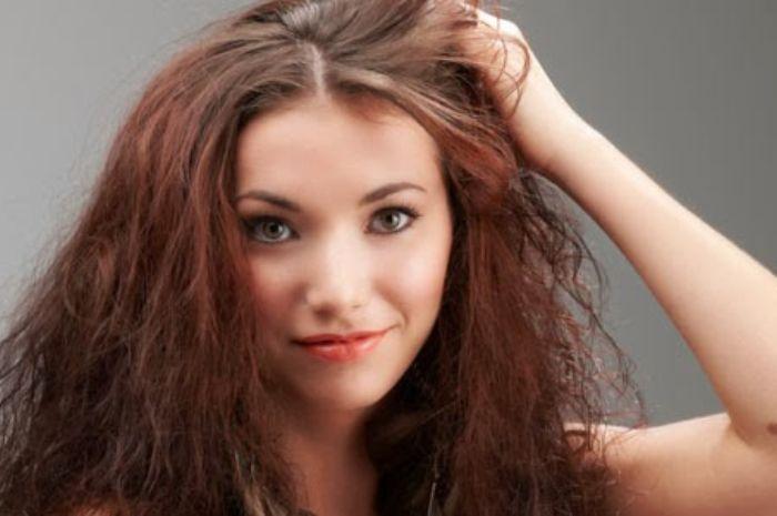 Merawat Rambut Kering & Mengembang