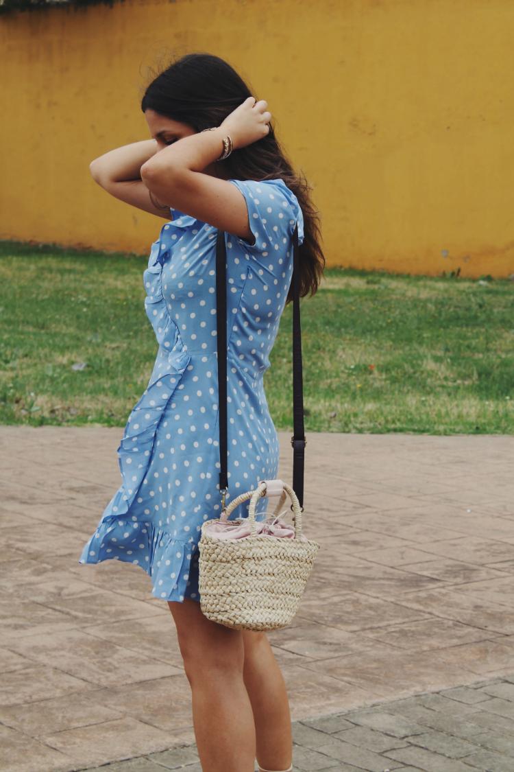 Look con bolso de rafia blog de moda