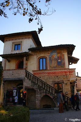 Una delle case tipiche del borgo di Grazzano Visconti