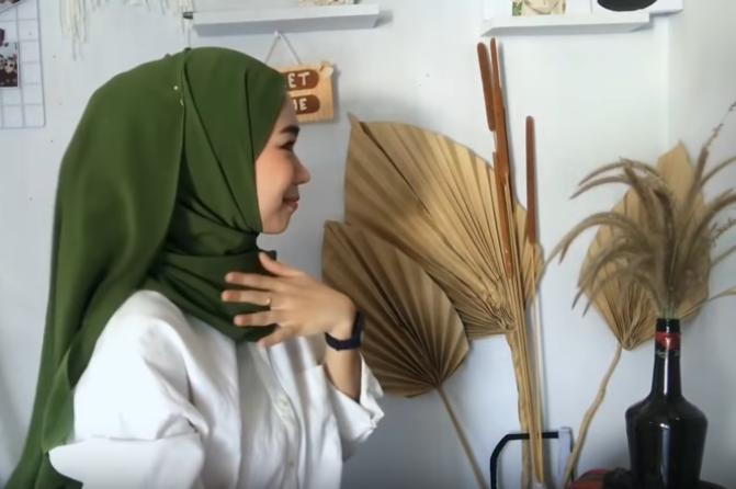 photo gadis muslimah gaya model hijab ala selebram