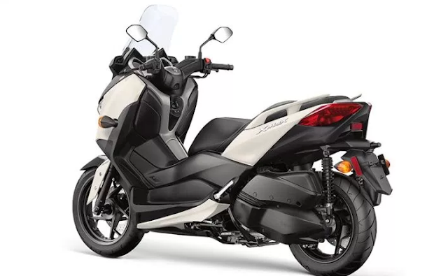 2018 Yamaha XMAX Scooter First Look Review