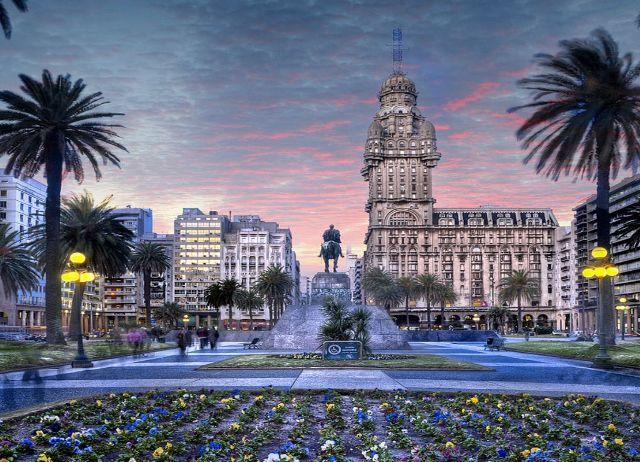 Hoteles y alojamiento en Montebideo