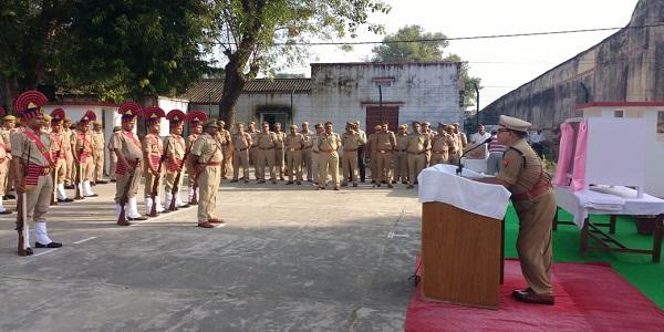 police-adhikshak-ne-police-lines-me-dono-mahapurusho-ko-di-shradhanjali