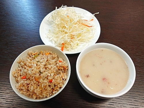 たいしょうスペシャルランチのスープ・チャーハン・サラダの写真