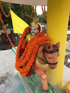 FB_IMG_1568372155957 ग्रामसभा कट्यां में चक्रवर्ती सम्राट राष्ट्र वीर राजभर महाराजा सुहेलदेव राजभर जी के मूर्ति का उद्धाघाटन