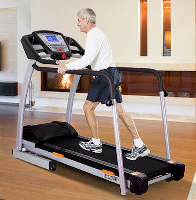 máy chạy bộ an toàn với người cao tuổi