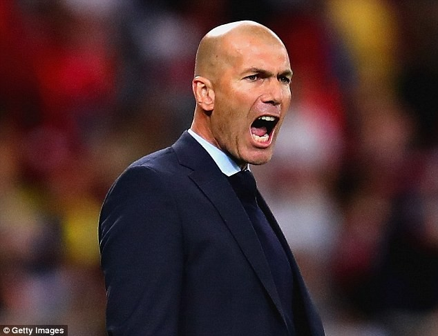 Zidane drops hint on replacing Mourinho at Manchester United, says 'Soon I will return to training'