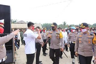 AKBP Deni Kurniawan Sambut Kedatangan Kapolda Sumut di Kampung Tangguh