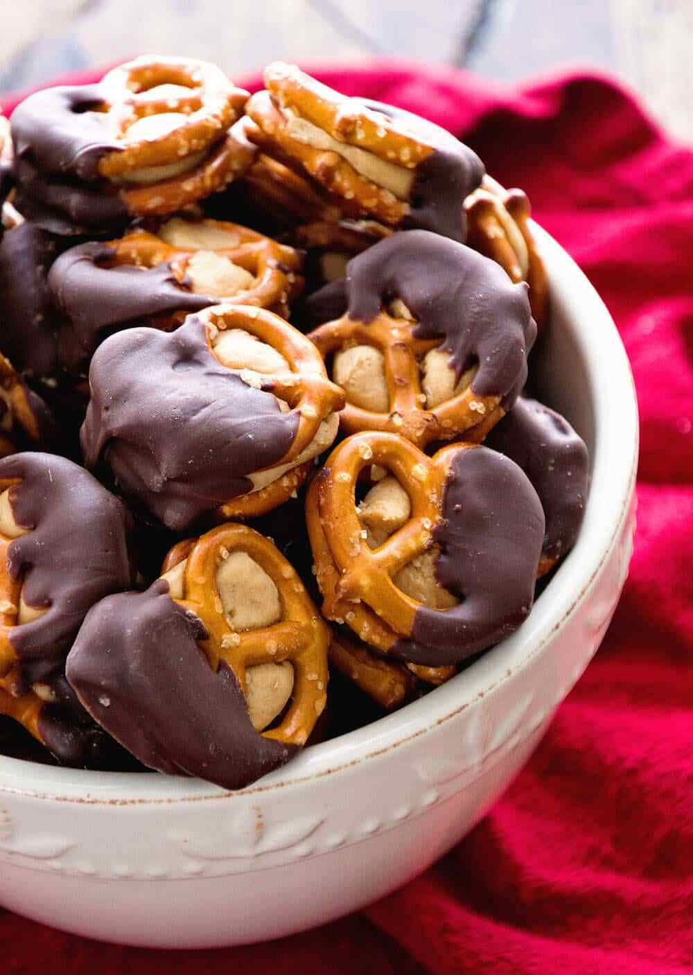 HOW TO MAKE CHOCOLATE DIPPED PEANUT BUTTER PRETZELS