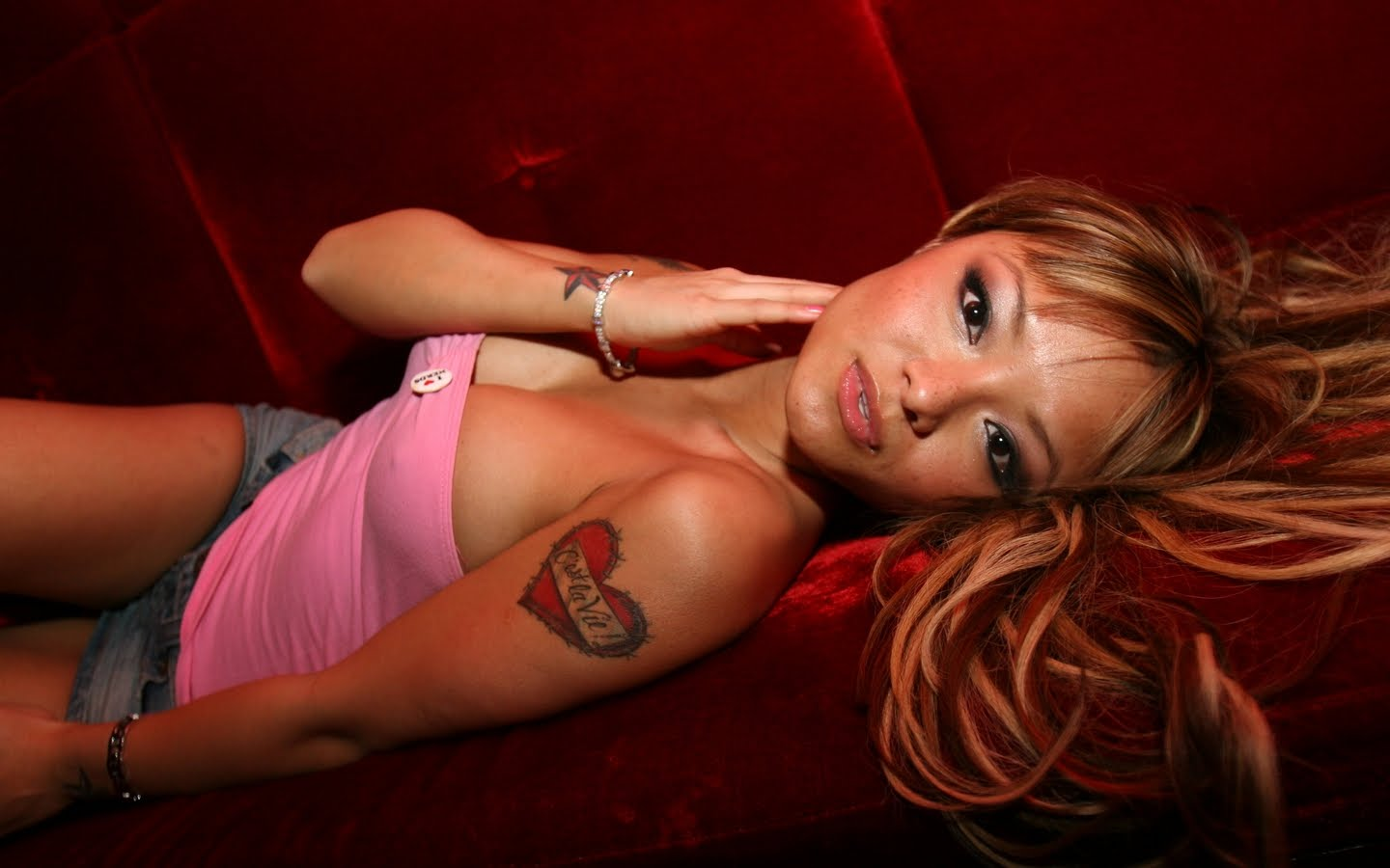 Top Of Magazine Tila Tequila Wallpaper Top Of Magazine