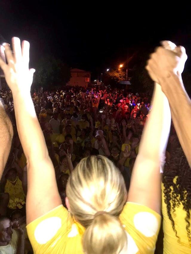Cinthia Sonale e Galego faz seu primeiro comício e uma multidão comparecem veja...