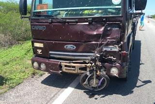 Motociclista morre em colisão frontal com caminhão no Sertão da Paraíba
