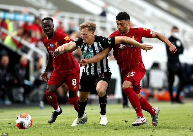 Video Newcastle 1-3 Liverpool: 4 bàn mãn nhãn, siêu kỷ lục 99 điểm