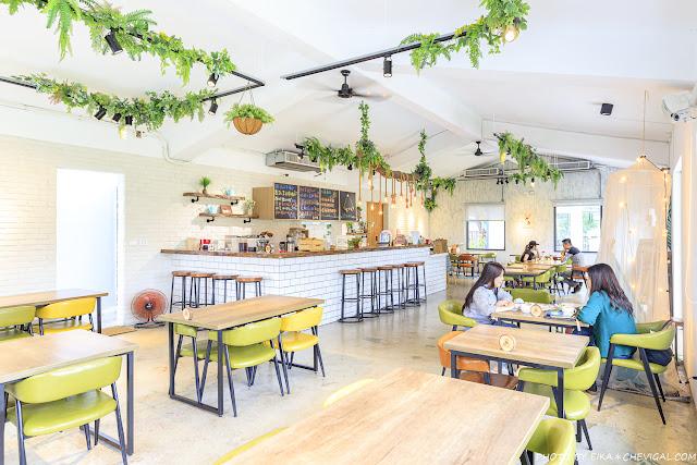 MG 3830 - 窩草的日子,台中人氣景觀餐廳,純白玻璃貨櫃屋搭配大片草皮好放鬆,夜晚閃閃發光也很美!