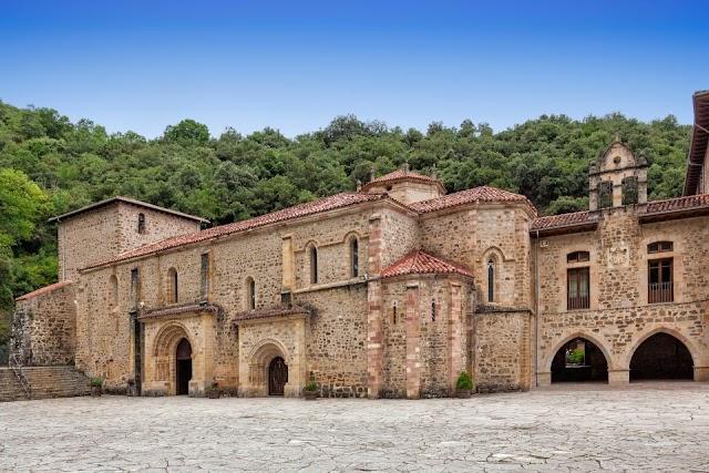 """Encuentra habitación """"secreta"""" en monasterio checo y hallan lo que parece ser una reliquia sagrada"""