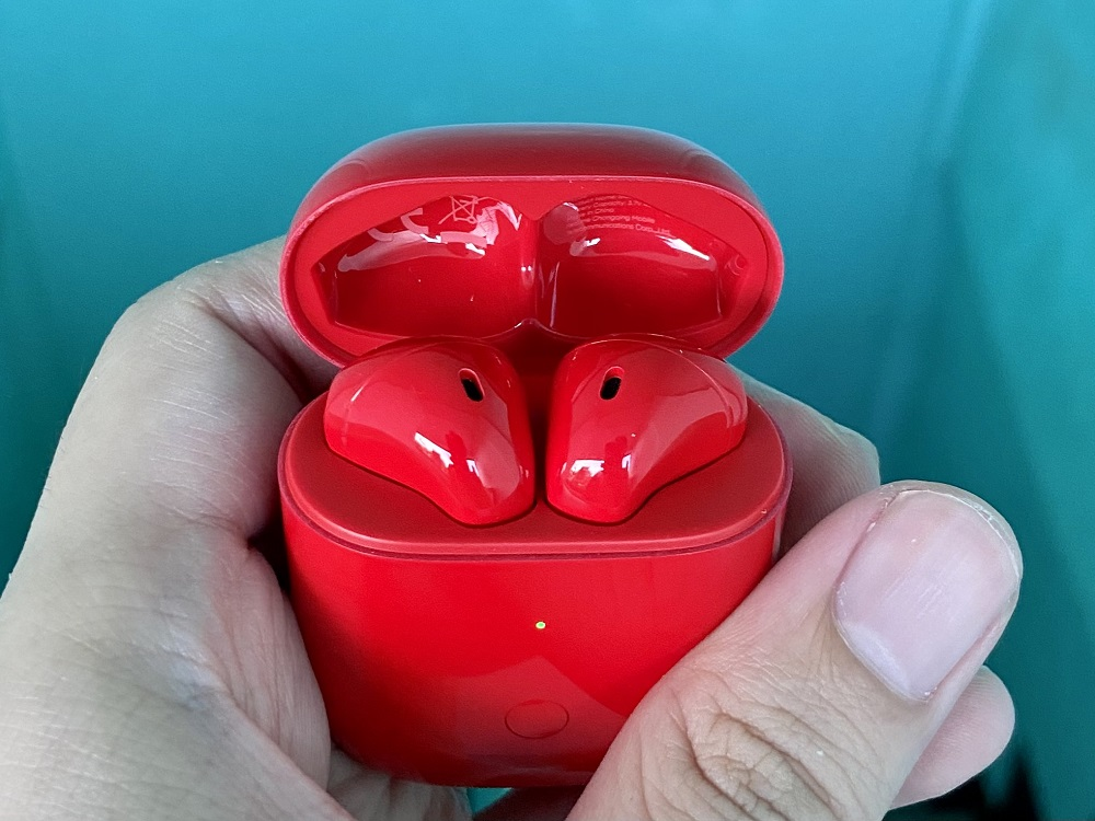 realme Buds Air Neo Lid Open