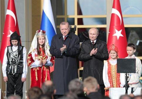 Putin visita Turquía para reunión de cooperación bilateral