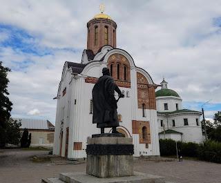 Белая Церковь. Киевская обл. Церковь святого Георгия Победоносца и памятник Ярославу Мудрому