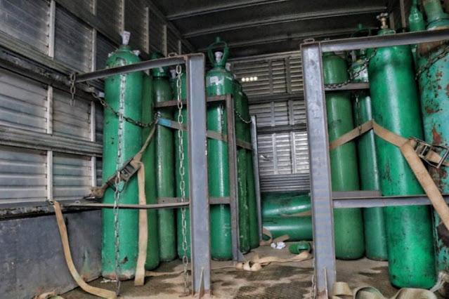 Polícia apreende 33 cilindros de oxigênio escondidos em caminhão