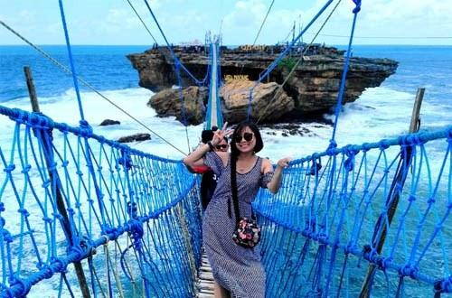 Wisata Pantai Timang Yogyakarta