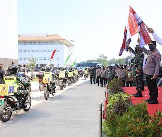 Polri Sebar 458 Ton Beras dan 15.000 Paket Sembako untuk Masyarakat Banten Terdampak PPKM Darurat