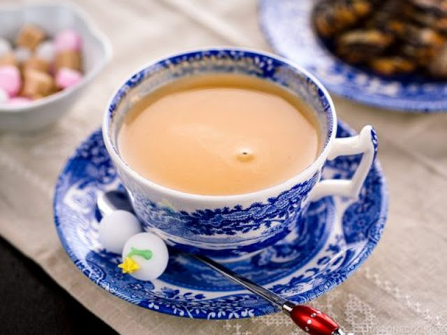 1000 rupees is to be paid here for a cup of tea, you will be shocked to know why this tea is special. Funny Jokes