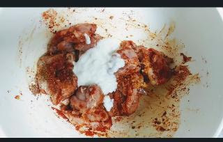 Marinating chicken with yoghurt for mozzarella chicken kebab recipe