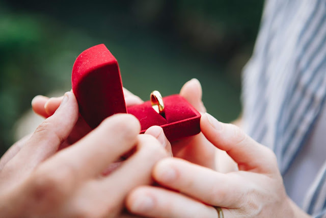 How to propose a girl in Hindi - 10 tips to propose a girl in Hindi
