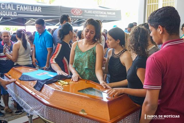 Serra Talhada chora na despedida de família morta no Ceará durante tentativa de assalto; veja imagens