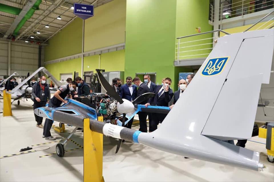 Командувач ВМСУ проінспектував виробництво Bayraktar TB2