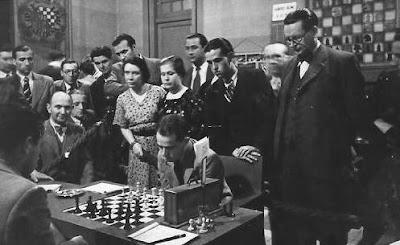 Salo Flohr jugando ajedrez en el Torneo Internacional de Ajedrez Barcelona 1935