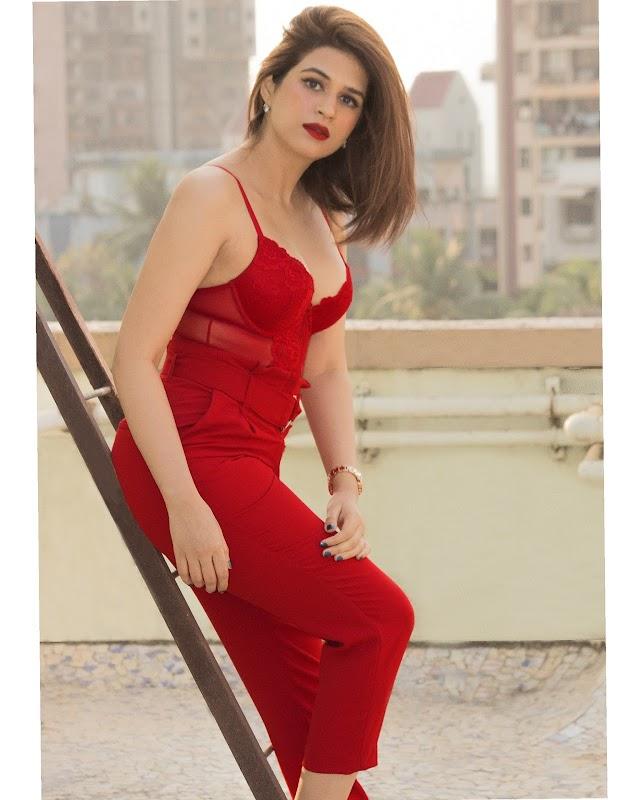 Actress Shraddha Das Latest Hot Photos