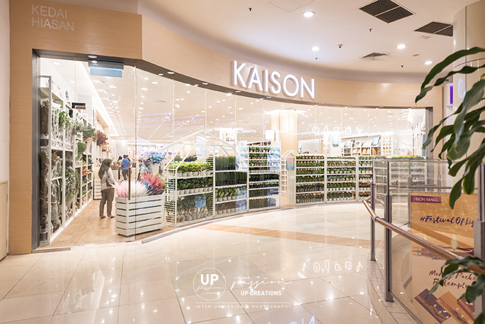 kaison aeon bukit tinggi shopfront with full glass window display and white racking for display