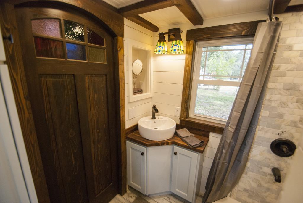 TINY HOUSE TOWN Luxury Davenport Tiny House 270 Sq Ft