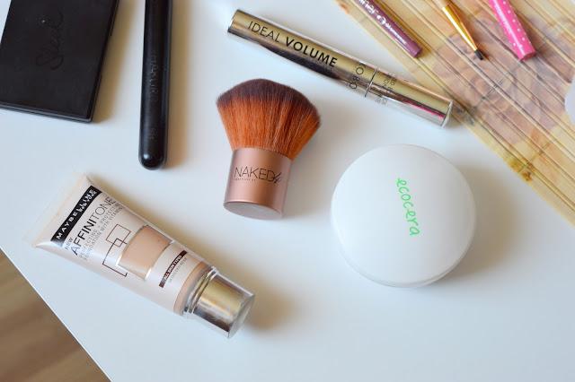 puder i fluid do makijażu codziennego