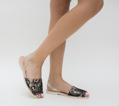 sandale moderne 2018, fara toc bej cu dantela neagra