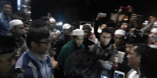Lecehkan Habib Rizieq dengan Gambar Meme, Massa FPI datangi kantor Graha Pena