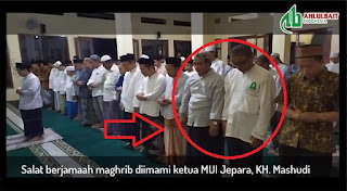 Viral! Ketua MUI Jepara Imami Sunni dan Syiah Shalat Maghrib Berjamaah