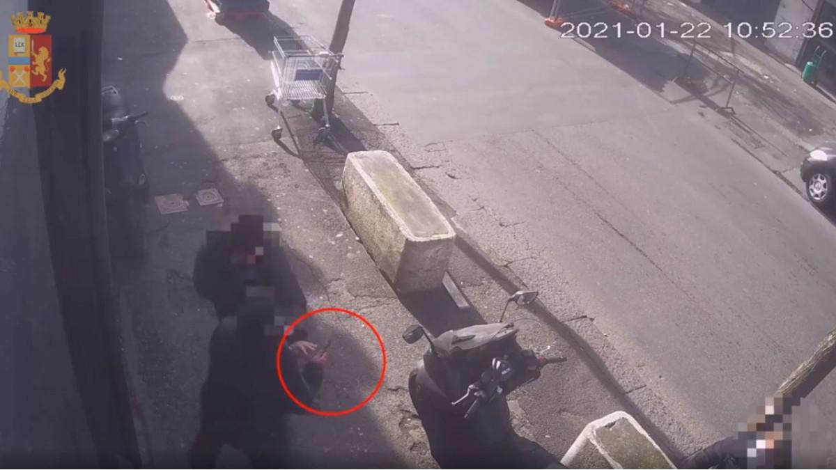 Frame accoltellamento via Plebiscito, Polizia