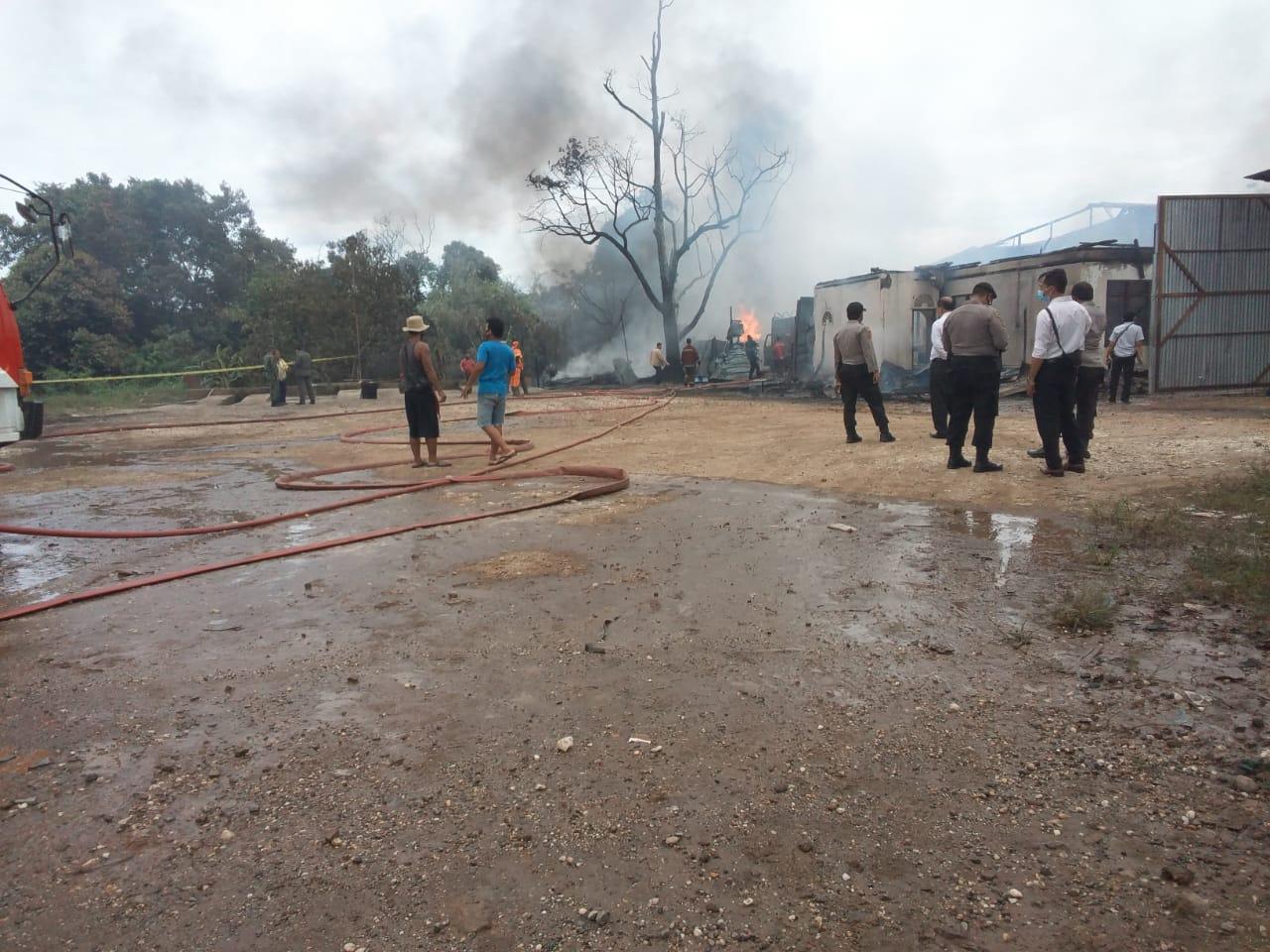 Kebakaran Hebat, Diduga Gudang Penyimpanan Minyak Ilegal Ludes Terbakar