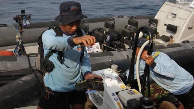 Komando Pasukan Katak (Kopaska) TNI Angkatan Laut Bagi Menjadi 4 Tim Cari Pesawat Sriwijaya Air SJ182 yang Jatuh