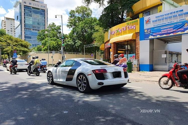 Siêu xe Audi R8 V8 độ mâm V10 tái xuất tại Sài Gòn