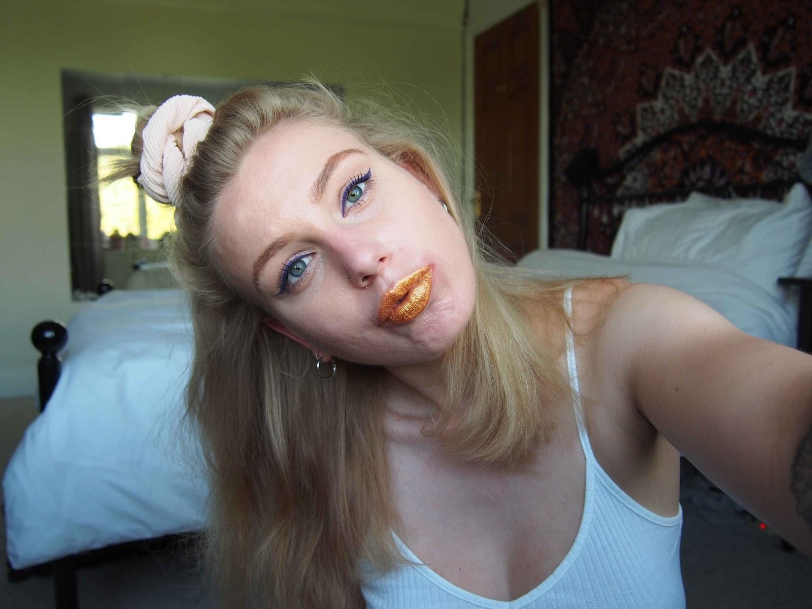 gold lipstick, loreal gold obsession riche lipstick pure gold, gold lipstick, lilac purple eyeliner, colourful makeup, subtle festival makeup, grunge makeup and hair, nyx vivid brights vivid violet 1