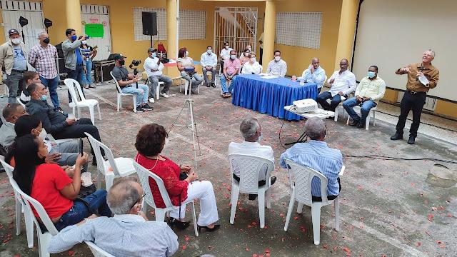 Ayuntamiento SDTE y juntas de vecinos definen rutas y frecuencias de recogida de basura en circunscripción 2